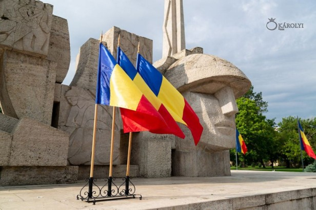monument carei drapel